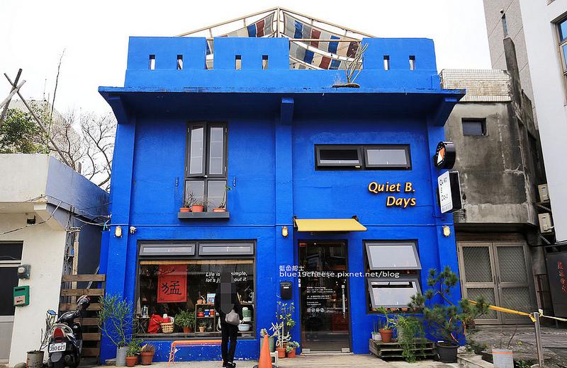 【新北金山】靠北過日子Q.B.Days-湛藍色靠北人氣咖啡館.露營主題.烏龍麵三明治甜點咖啡.吹著海風喝著咖啡好拍好悠閒.東北角推薦咖啡館.沒有開放訂位喔!