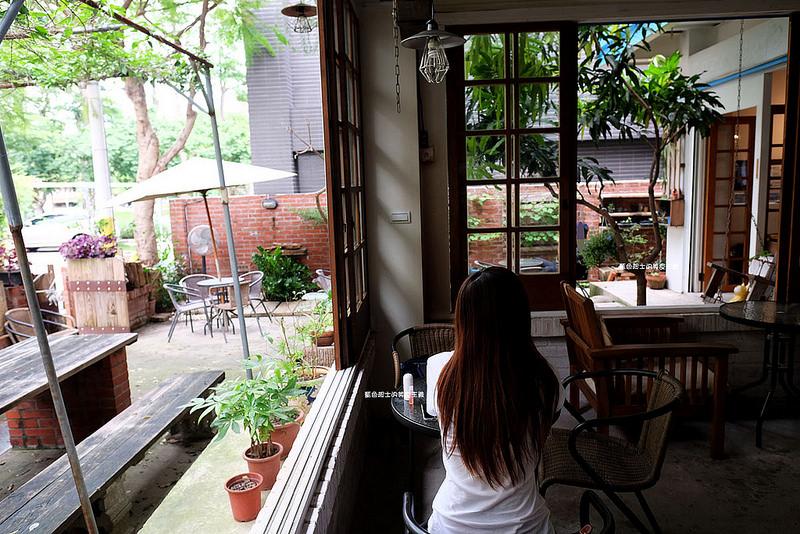 26a0defae1cd093020b349acfea9f969 - 筆堆勤美店-筆堆咖啡好生活.紅磚牆老屋咖啡館.被綠意包圍.自然風.小昆蟲.沒有電話訂位.沒有冷氣.半室外空間