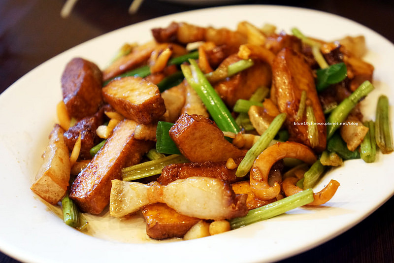 【台中北區】彩姨客家小館 – 家庭聚會好選擇.餐點好吃.價格親民.點盤鵝肉吧!