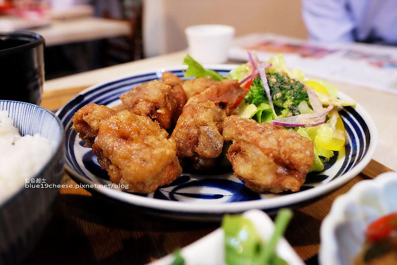 【台中南屯】家料理-有家的味道.簡單手作家常料理.經濟實惠.裝潢樸實.會想回訪.木門咖啡對面