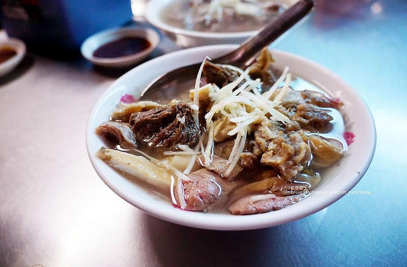 【嘉義東區】王家祖傳本產牛雜湯-隱藏市場內在地美味小吃.一早就吃的到.食尚玩家和愛玩客推薦