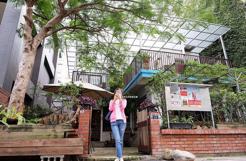4df0696a2546ec1b0e839c59a812ff83 - 筆堆勤美店-筆堆咖啡好生活.紅磚牆老屋咖啡館.被綠意包圍.自然風.小昆蟲.沒有電話訂位.沒有冷氣.半室外空間