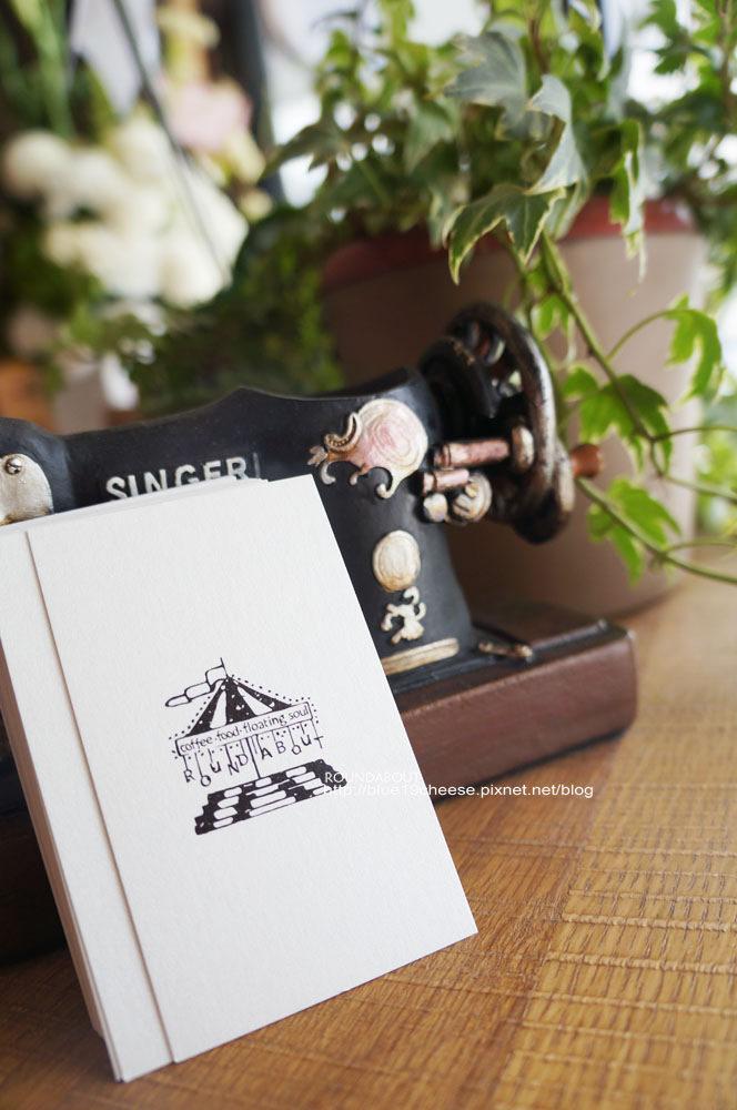 【台中咖啡甜點】ROUNDABOUT CAFE- 招牌咖啡的假拉花長的很像賽亞人的頭內…哈哈