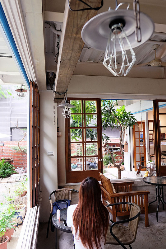 73395eaf72b0e067a9d85902c2dee20f - 筆堆勤美店-筆堆咖啡好生活.紅磚牆老屋咖啡館.被綠意包圍.自然風.小昆蟲.沒有電話訂位.沒有冷氣.半室外空間