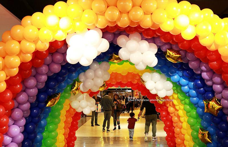【台中西屯】童趣幻想.氣球探索遊樂園-穿過彩虹隧道.來到氣球樂園.空中陸地海洋通通有.還有卡友限定的氣球泡泡池喔.台中新光三越10F天空劇場.3/11~3/29.免費入場參觀.假日親子遊