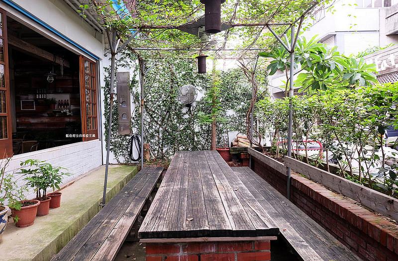 7a8df6a52041ecf8b45986c16007fee7 - 筆堆勤美店-筆堆咖啡好生活.紅磚牆老屋咖啡館.被綠意包圍.自然風.小昆蟲.沒有電話訂位.沒有冷氣.半室外空間