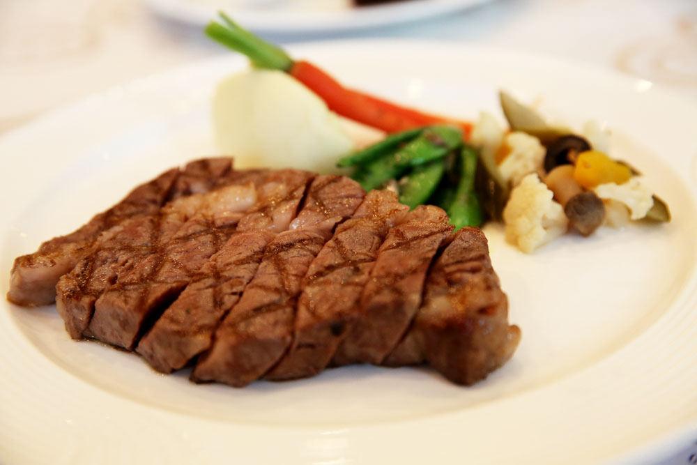 台中 永豐棧風尚西餐廳 – 乾式熟成牛排和沙拉吧