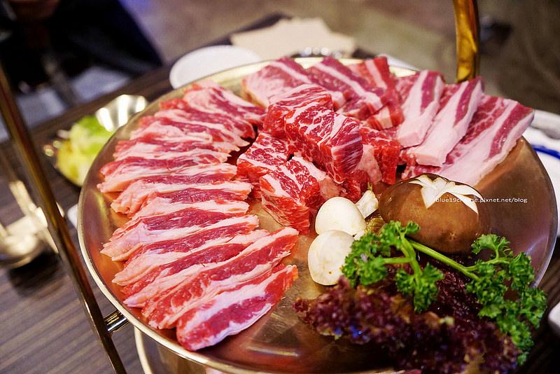 【台中北屯】龍八燒肉 黑毛和牛專賣-韓國古代貴族才使用的黃銅製餐具.炭火燒肉.神仙雪濃湯好喝.還有海鮮蒸耶~