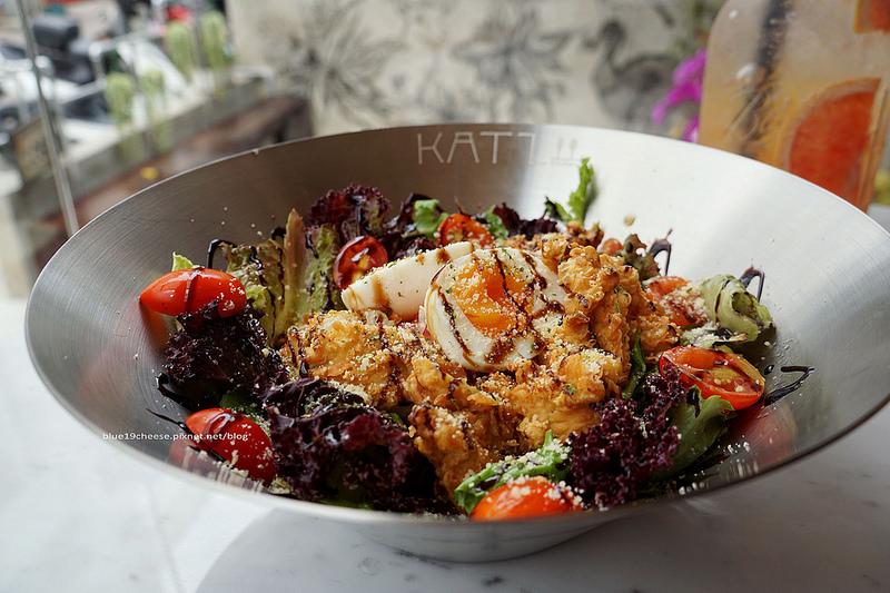 【台中西區】卡司複合式餐廳Katz Fusion Restaurant – 透明落地窗工業風賣著韓式創意料理.朋友聚會地點.精誠商圈巷弄內