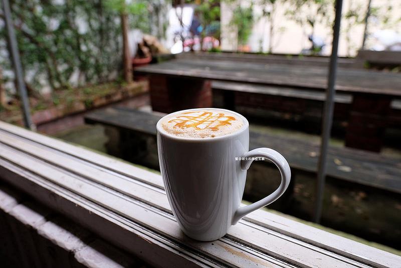 9750992f3955eaf53c73f97877079aaf - 筆堆勤美店-筆堆咖啡好生活.紅磚牆老屋咖啡館.被綠意包圍.自然風.小昆蟲.沒有電話訂位.沒有冷氣.半室外空間