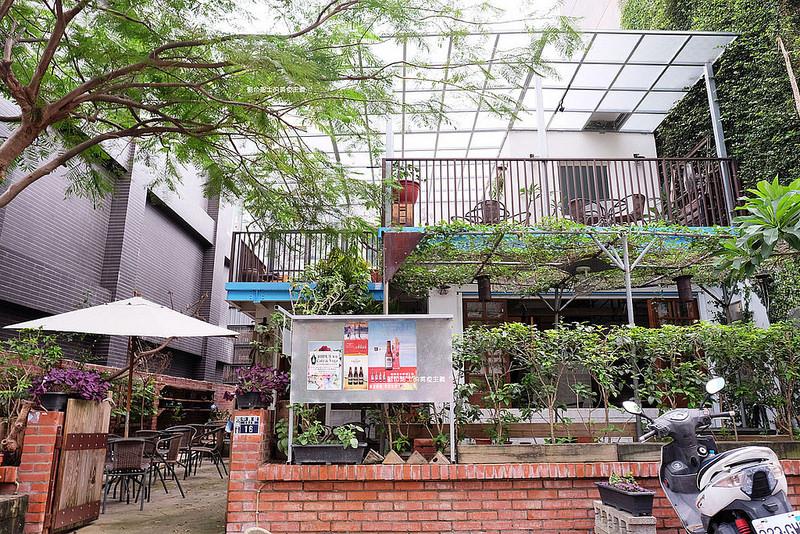affb5b423672abb38d50efdd113b50f3 - 筆堆勤美店-筆堆咖啡好生活.紅磚牆老屋咖啡館.被綠意包圍.自然風.小昆蟲.沒有電話訂位.沒有冷氣.半室外空間
