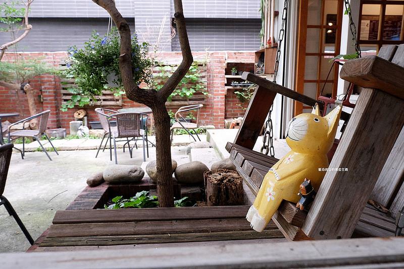 bfa5aaa5160c77f12534e3127ac19705 - 筆堆勤美店-筆堆咖啡好生活.紅磚牆老屋咖啡館.被綠意包圍.自然風.小昆蟲.沒有電話訂位.沒有冷氣.半室外空間