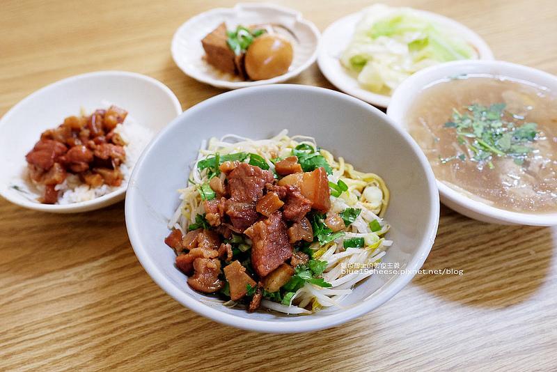 【台中龍井】向宏魯肉飯-用餐時間整間坐滿滿.平價銅板美食.東海回憶經典味道.東海商圈排隊美食小吃推薦
