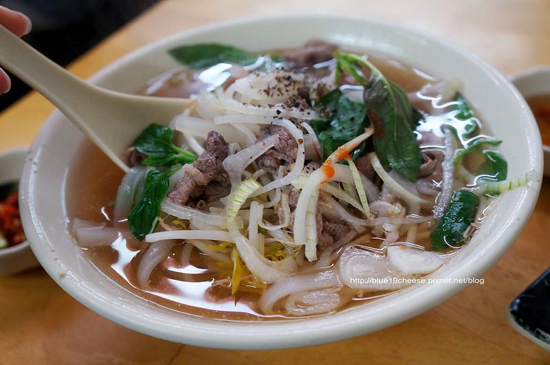 【台中越南美食】越南小吃 – 還滿好吃的又不貴.不枉費我跑這麼遠…