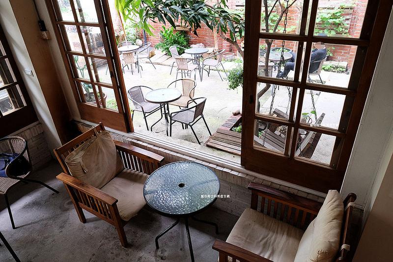 fba95ae2584081fa2a7d133b072ef789 - 筆堆勤美店-筆堆咖啡好生活.紅磚牆老屋咖啡館.被綠意包圍.自然風.小昆蟲.沒有電話訂位.沒有冷氣.半室外空間