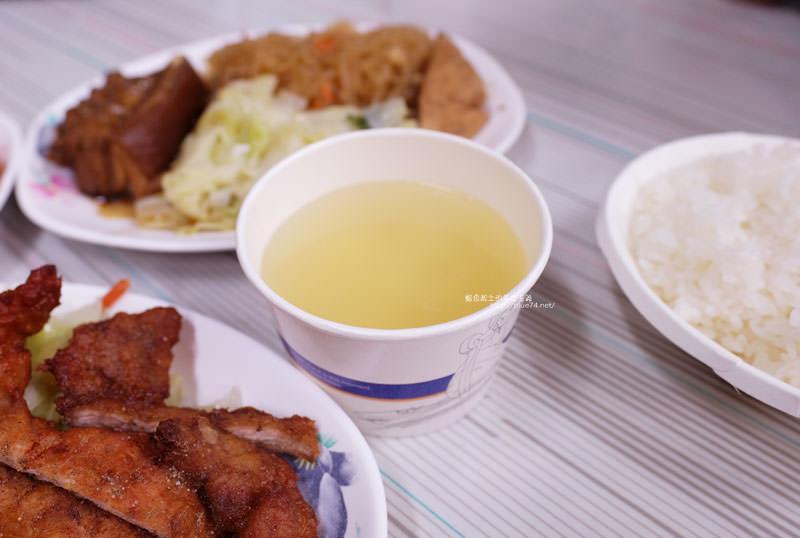 20170703114149 68 - 后呂村雞腿飯-台中便當.還有排骨飯獅子頭控肉飯魯肉飯鱈魚飯.人氣便當店.太慢來就吃不到雞腿飯了