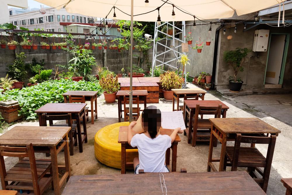 20170707114359 41 - 默坊-坐在小學課桌椅吃冰.50年代裝潢.豐原打卡拍照IG夯點