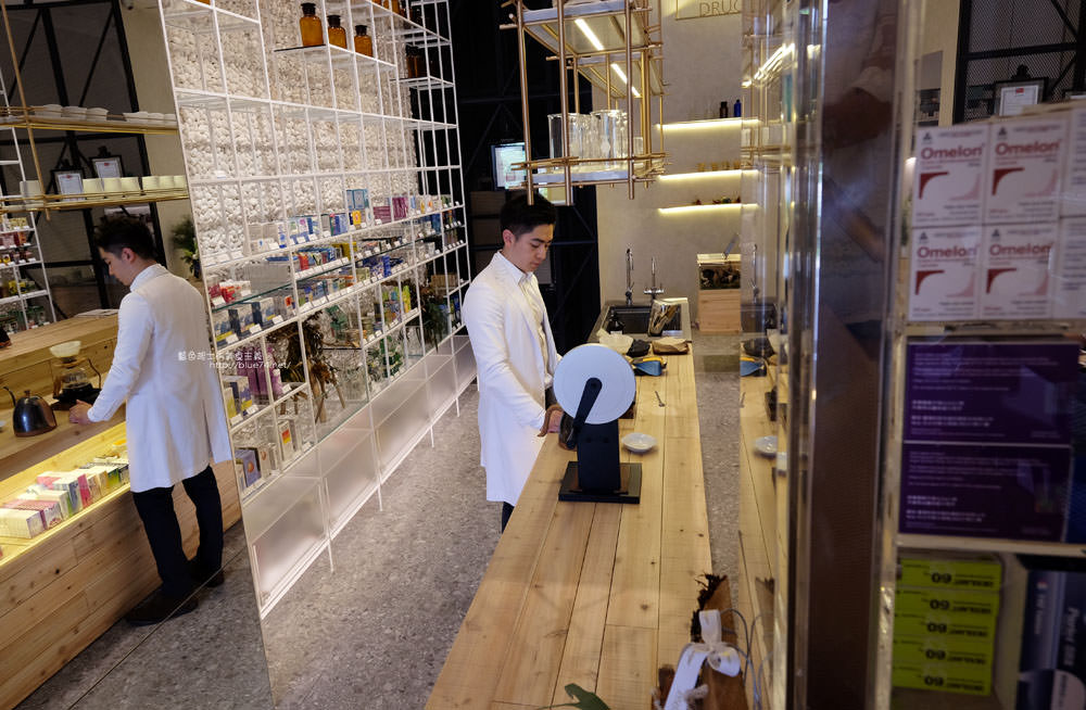 20170719014314 6 - 分子藥局-七期視覺系藥局內品嘗手沖咖啡.台中超夯景點.好拍實驗室風格.台中國家歌劇院對面