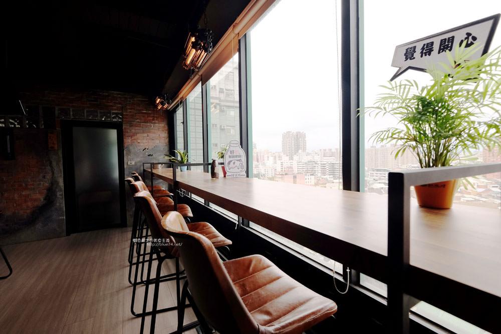 20170802115825 49 - 光明客棧idea Lab CAFE十樓咖啡館│吧台區擁有俯瞰城市景觀的窗景.有夜景就更讚了