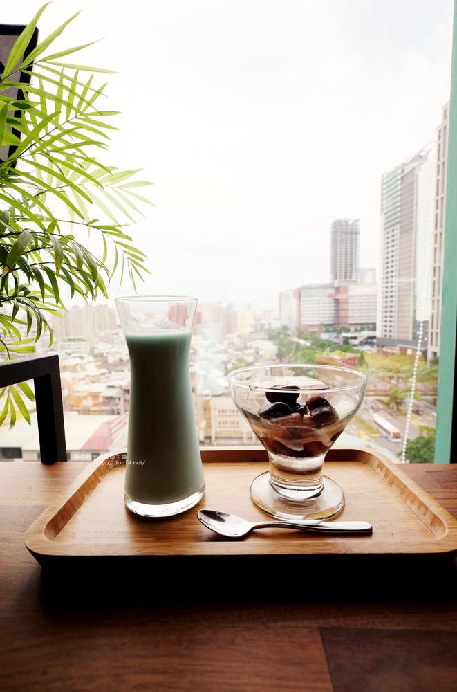 20170802115843 3 - 光明客棧idea Lab CAFE十樓咖啡館│吧台區擁有俯瞰城市景觀的窗景.有夜景就更讚了