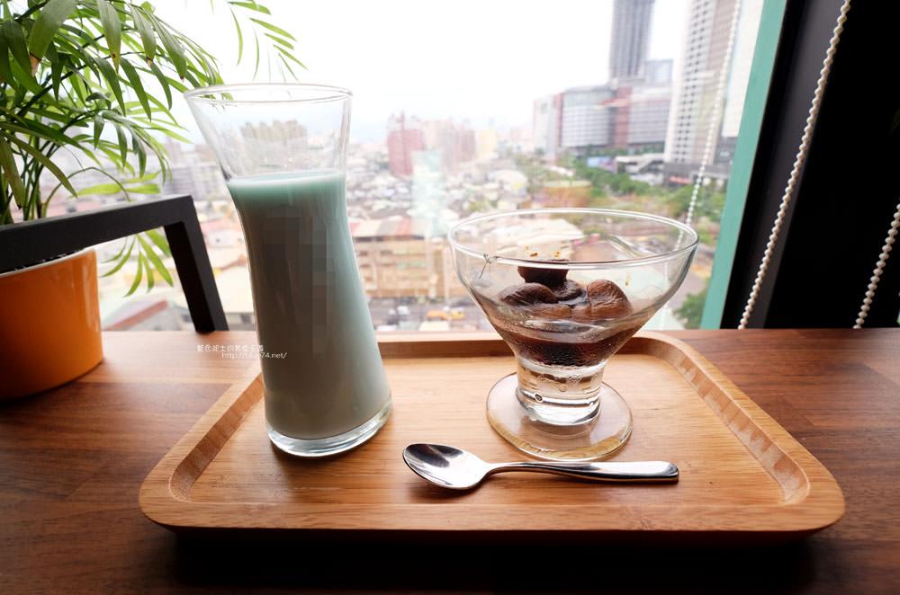 20170802115844 55 - 光明客棧idea Lab CAFE十樓咖啡館│吧台區擁有俯瞰城市景觀的窗景.有夜景就更讚了