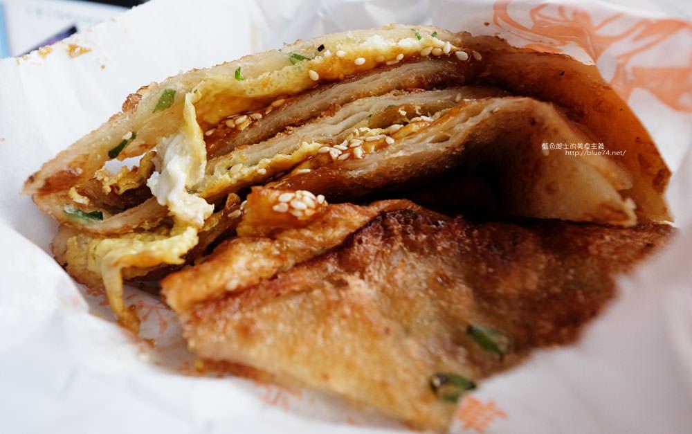 20170828014456 66 - 臧羅葱油餅│在地人的下午點心,記得加蛋加蒜蓉醬