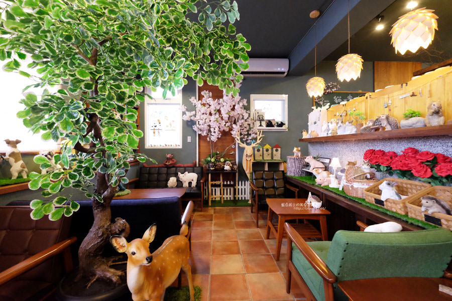 台中西區│小毛日子雜貨店-在可愛動物森林療癒雜貨中喝咖啡.台中勤美誠品綠園道旁