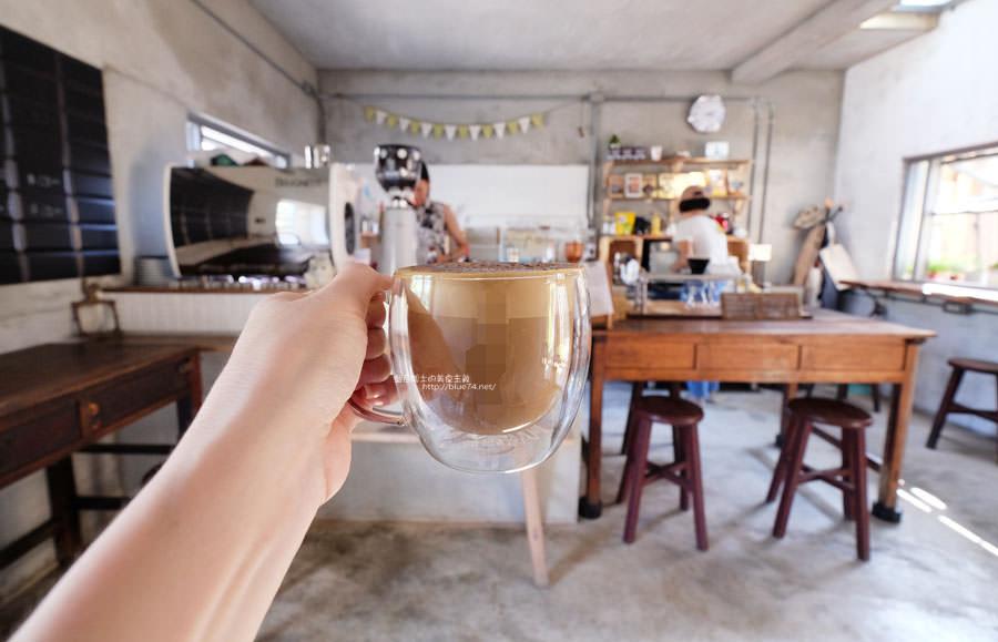 彰化咖啡│炎生Caffe-廢墟風也可以很文青.老屋新生裡有小天地