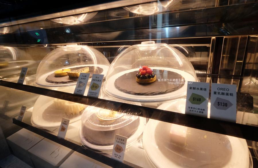 20171103011504 70 - 偷偷Toutou Cuisine-在精明商圈巷弄唯美玻璃屋乾燥花包圍.偷偷吃雙層心型夢幻抹茶和粉嫩金字塔甜點
