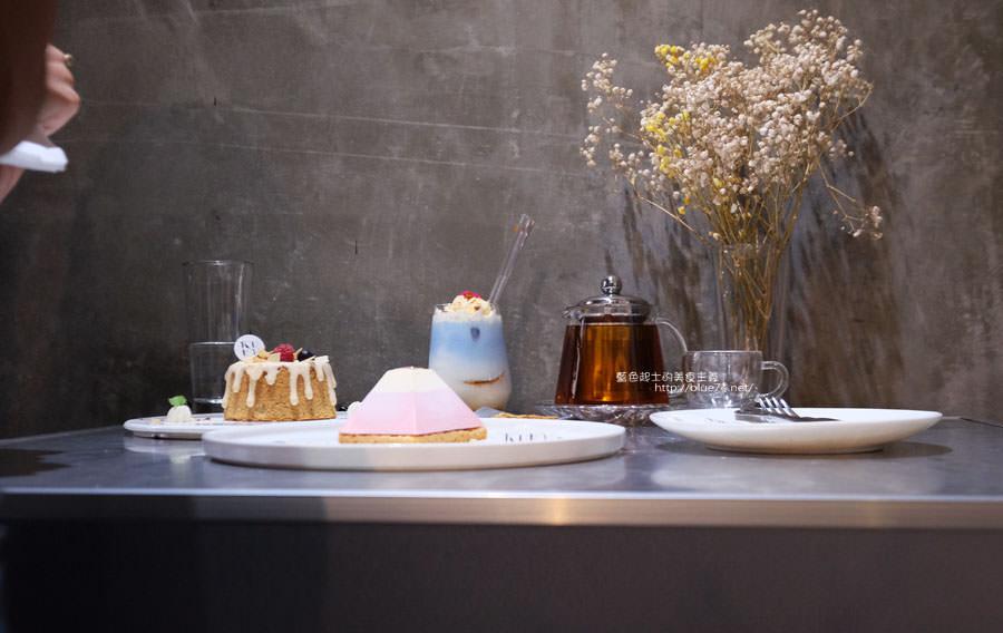 20171103011507 32 - 偷偷Toutou Cuisine-在精明商圈巷弄唯美玻璃屋乾燥花包圍.偷偷吃雙層心型夢幻抹茶和粉嫩金字塔甜點