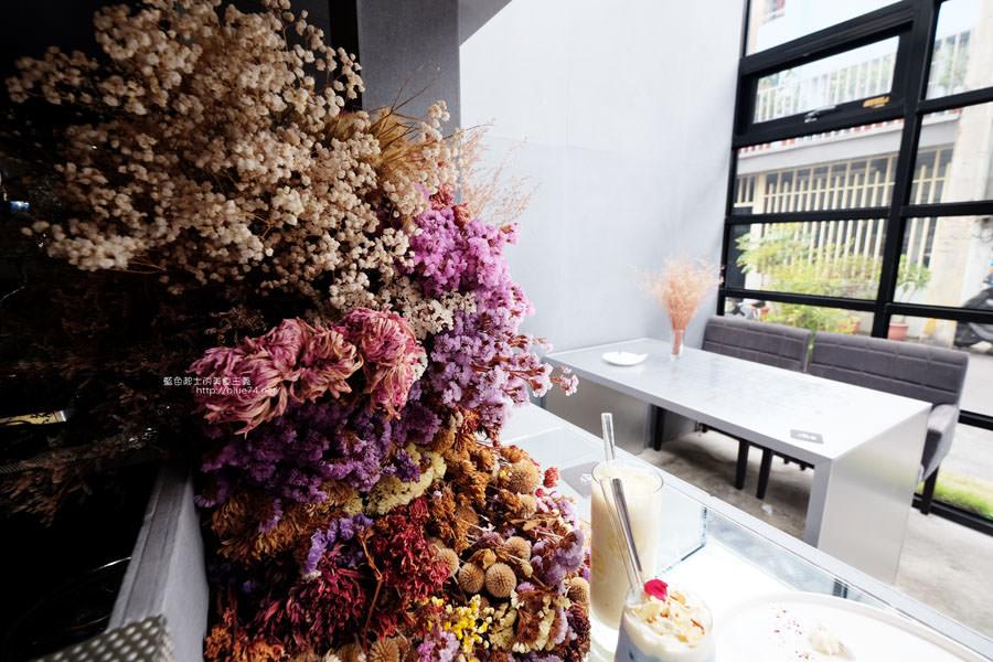 20171103011514 6 - 偷偷Toutou Cuisine-在精明商圈巷弄唯美玻璃屋乾燥花包圍.偷偷吃雙層心型夢幻抹茶和粉嫩金字塔甜點