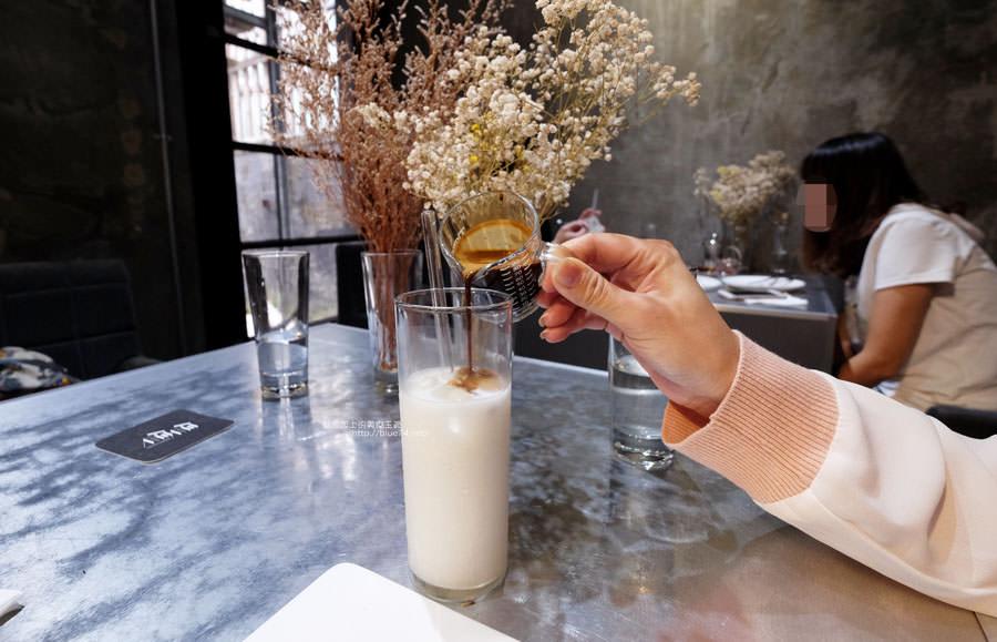 20171103011526 87 - 偷偷Toutou Cuisine-在精明商圈巷弄唯美玻璃屋乾燥花包圍.偷偷吃雙層心型夢幻抹茶和粉嫩金字塔甜點