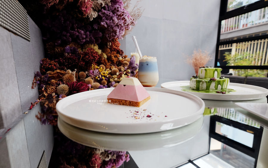 20171103084127 10 - 偷偷Toutou Cuisine-在精明商圈巷弄唯美玻璃屋乾燥花包圍.偷偷吃雙層心型夢幻抹茶和粉嫩金字塔甜點