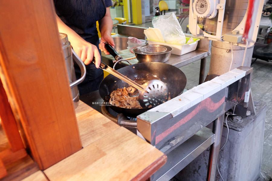 20171103100120 91 - 馬妞手工花生大腸-古早味花生大腸.還有熱炒過的滷大腸跟鹹豬肉.黑白切模式.每日限量慢來看老闆娘收工
