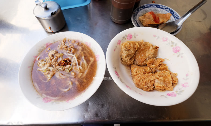 台中烏日│素食平安麵-烏日菜市場巷弄好吃素食陽春麵米粉及小菜