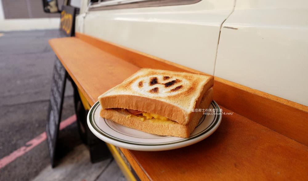 20171122084550 15 - 傻瓜快餐車-有經典老車與美式老物的好吃早餐