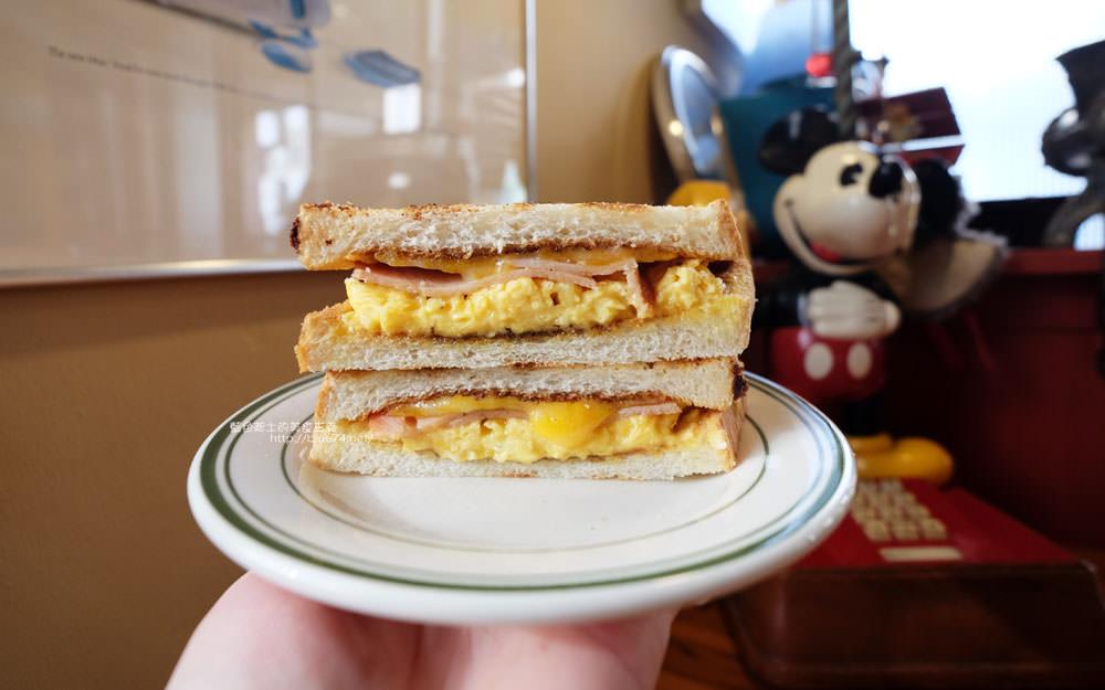 20171122084601 35 - 傻瓜快餐車-有經典老車與美式老物的好吃早餐