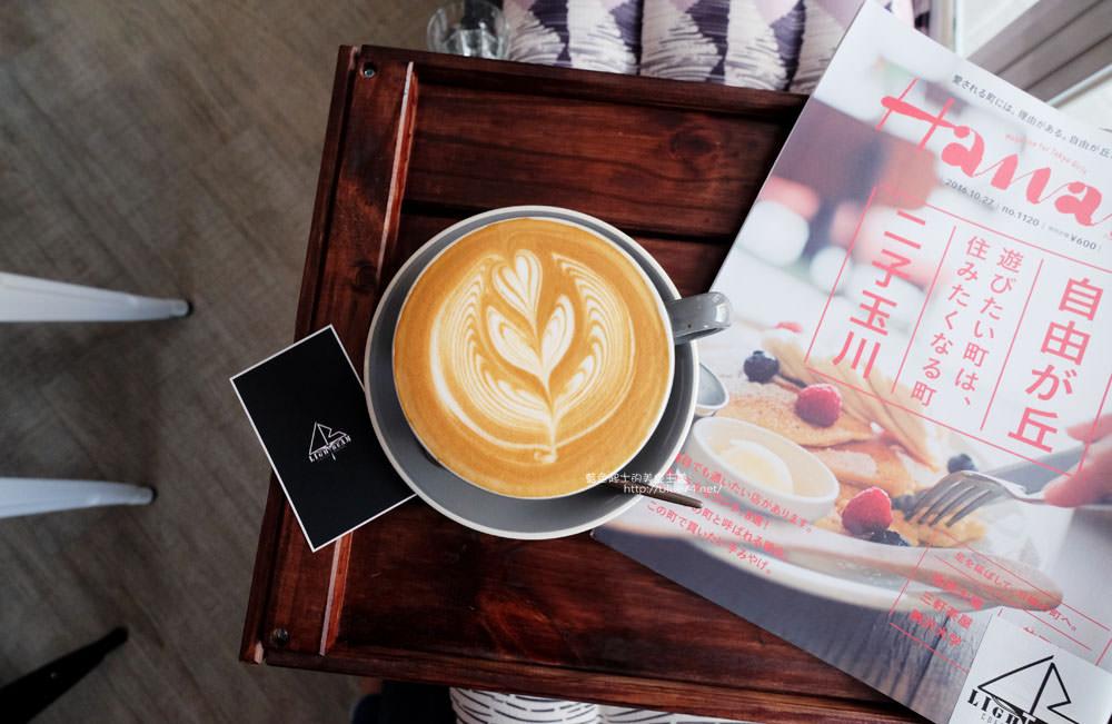 台中北區│LightBeam Coffee Roasters-一中商圈簡約明亮咖啡館.找晨早午餐老闆新作