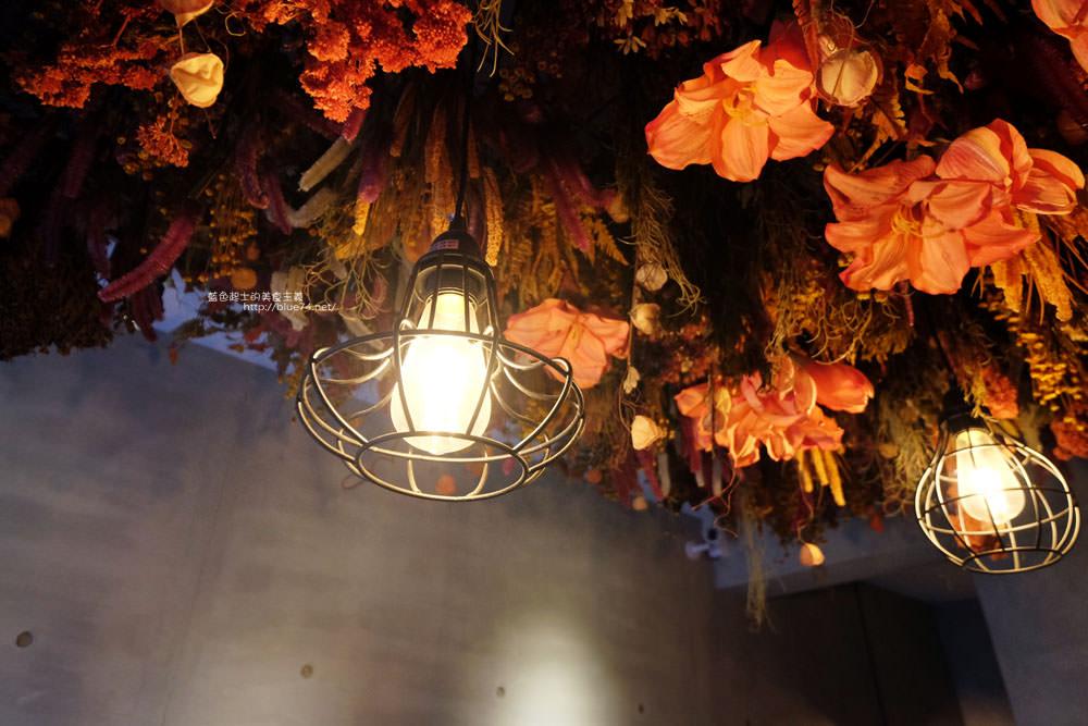 20171127202013 43 - 瑞文戴爾手作甜點-好拍的唯美精靈花園甜點玻璃屋及夢幻迴旋梯