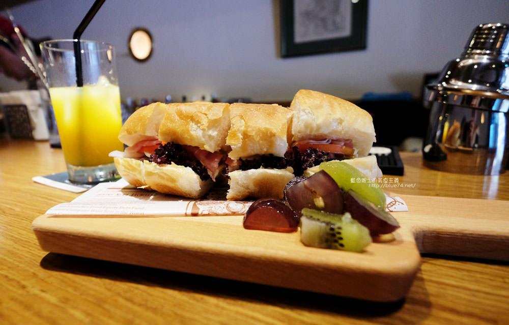 20171128092213 68 - Portside cafe-船屋造型裡好吃的日式舒芙蕾厚鬆餅和早午餐輕食