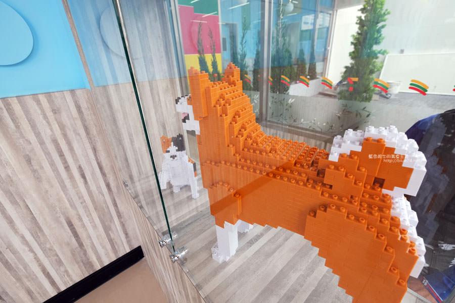 20171202095010 24 - 全台第一家樂高積木主題7-11億承門市-繽紛搶眼.仿樂高牆.之後還會有彩繪牆喔~