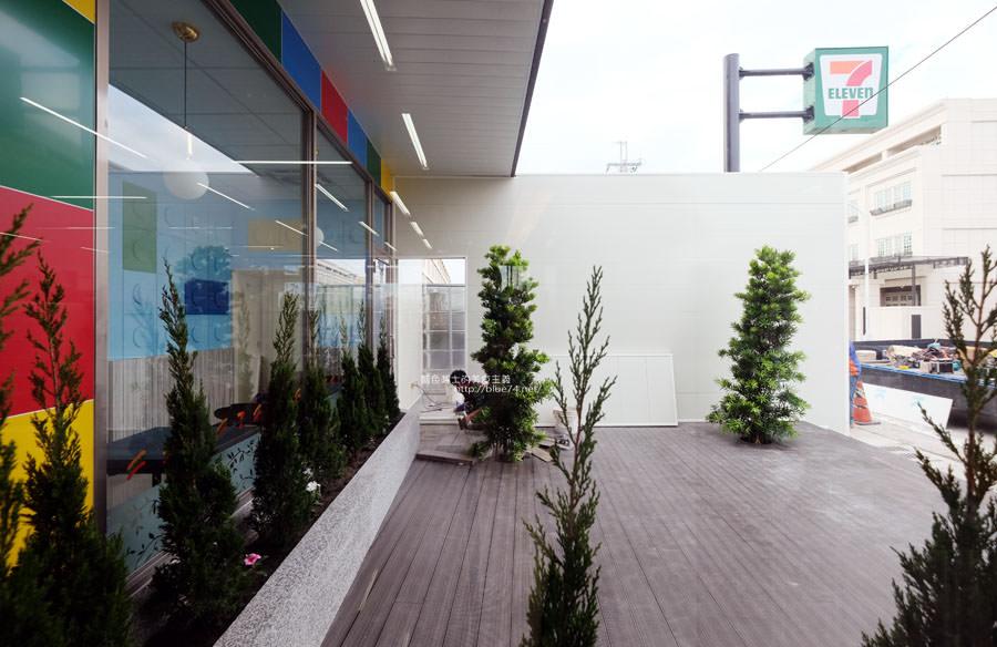 20171202095012 49 - 全台第一家樂高積木主題7-11億承門市-繽紛搶眼.仿樂高牆.之後還會有彩繪牆喔~