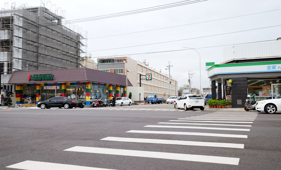 20171202095016 93 - 全台第一家樂高積木主題7-11億承門市-繽紛搶眼.仿樂高牆.之後還會有彩繪牆喔~