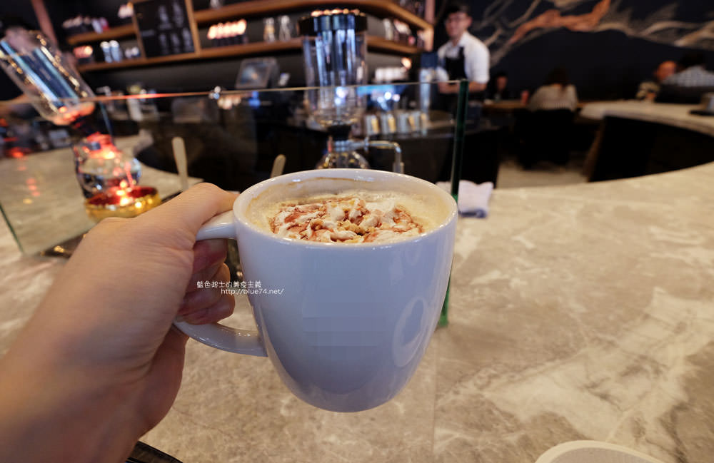 20171212234055 39 - 星巴克台中大英門市-咖啡城市中的全台第二間星巴克摩登典藏吧台門市.中南部唯一的雙吧台