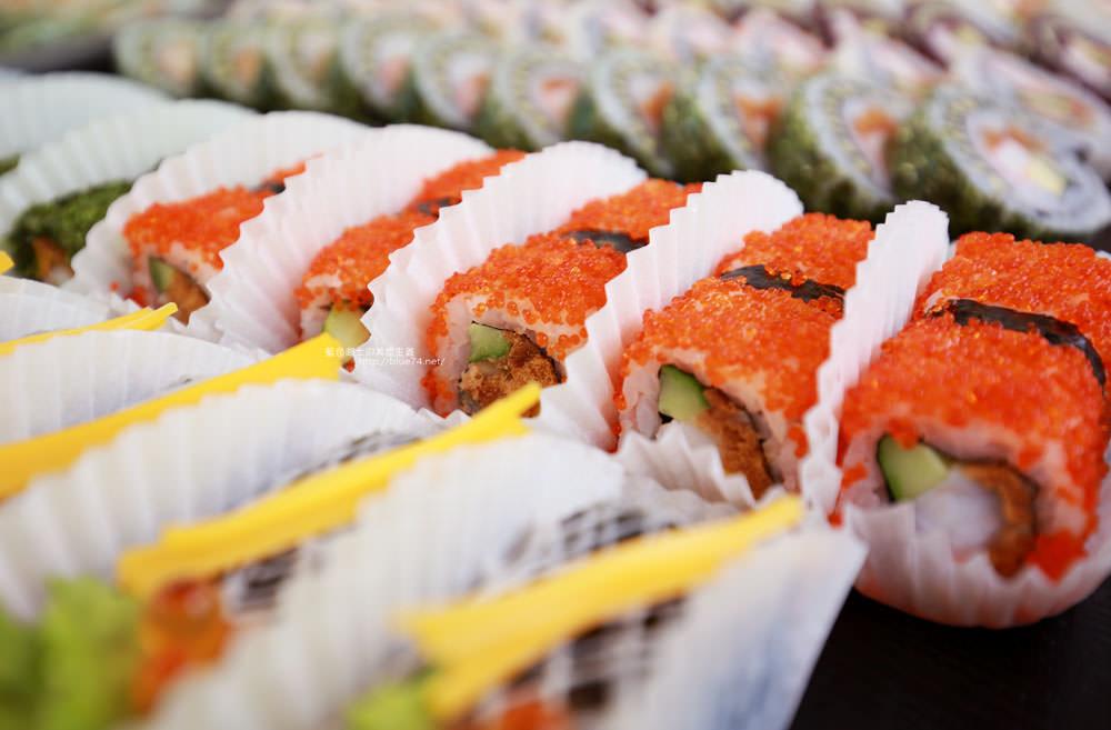 20171214010259 3 - 熱血採訪│天皇壽司,大里仁化黃昏市場新鮮平價外帶選擇性多花壽司,還有100元的丼飯也太划算!