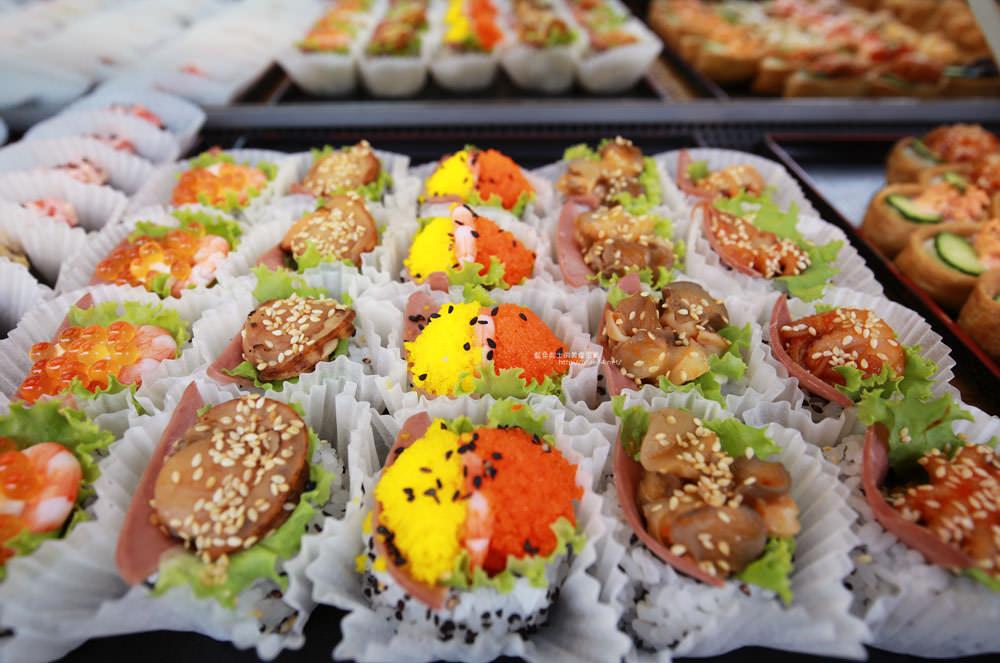 20171214010304 19 - 熱血採訪│天皇壽司,大里仁化黃昏市場新鮮平價外帶選擇性多花壽司,還有100元的丼飯也太划算!
