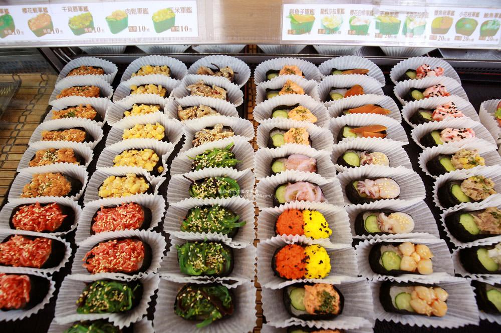 20171214010306 55 - 熱血採訪│天皇壽司,大里仁化黃昏市場新鮮平價外帶選擇性多花壽司,還有100元的丼飯也太划算!