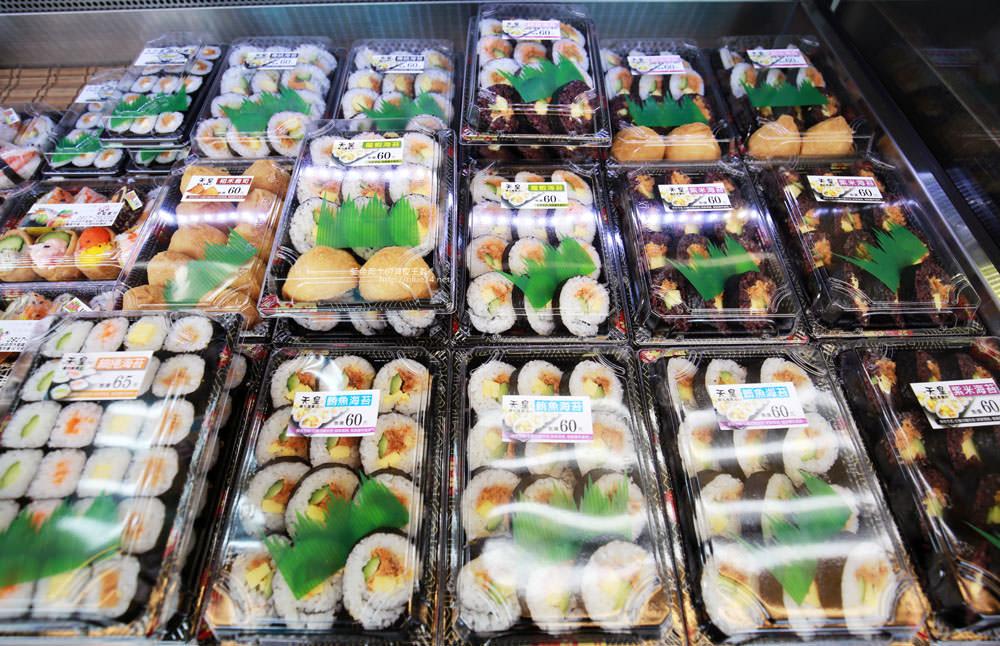 20171214010309 35 - 熱血採訪│天皇壽司,大里仁化黃昏市場新鮮平價外帶選擇性多花壽司,還有100元的丼飯也太划算!
