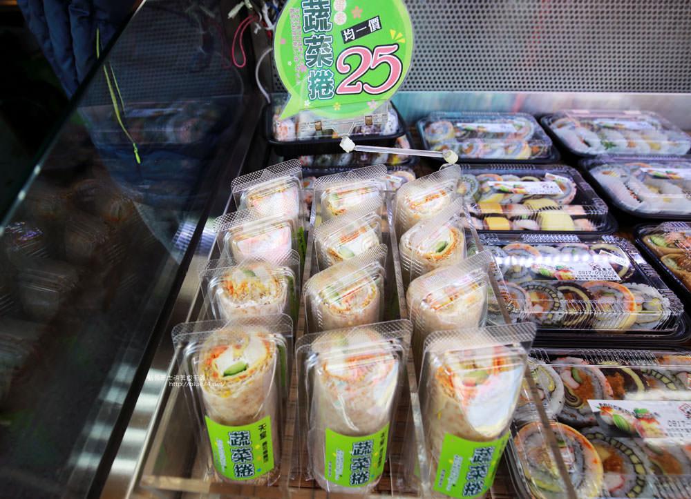 20171214010336 100 - 熱血採訪│天皇壽司,大里仁化黃昏市場新鮮平價外帶選擇性多花壽司,還有100元的丼飯也太划算!