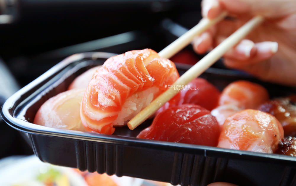 20171214010344 59 - 熱血採訪│天皇壽司,大里仁化黃昏市場新鮮平價外帶選擇性多花壽司,還有100元的丼飯也太划算!